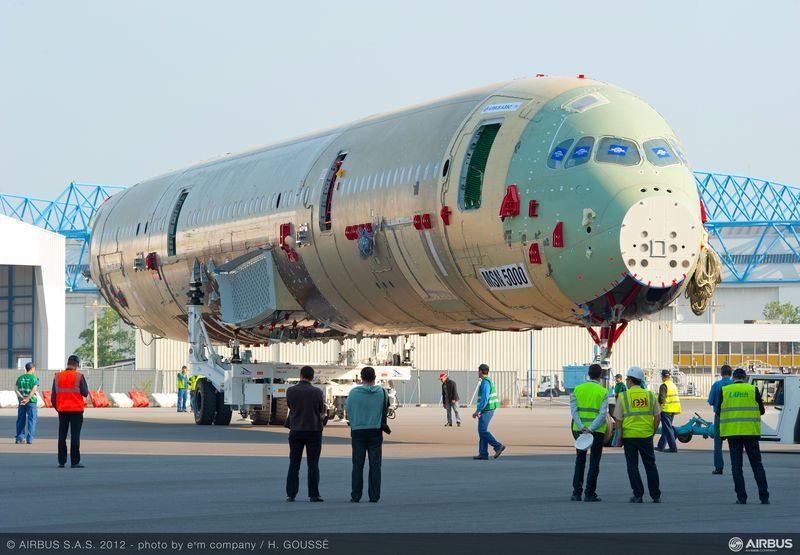 airbus_A350_XWB_static_aircraft_fuselage_roll_out