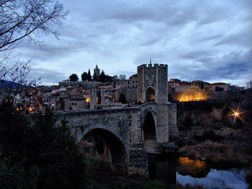 Poznaj 7 wspaniale zachowanych średniowiecznych miast Katalonii.