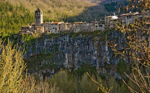 Co zobaczyć w Katalonii? Poznaj 7 wspaniale zachowanych średniowiecznych miast Katalonii.