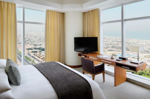 Hotel_jwmm_executivesuite_kingbed