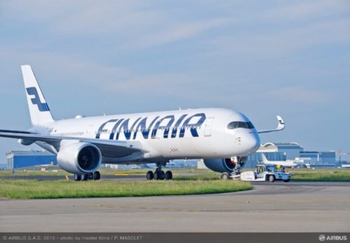 Finnair odbiorA350 XWB Roll out close-up