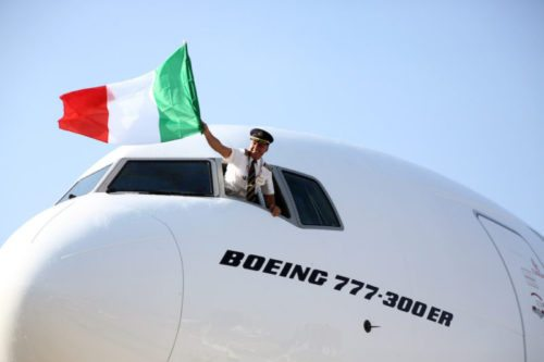 emirates_777_300er_arrives_into_bologna_airport_for_the_first_time