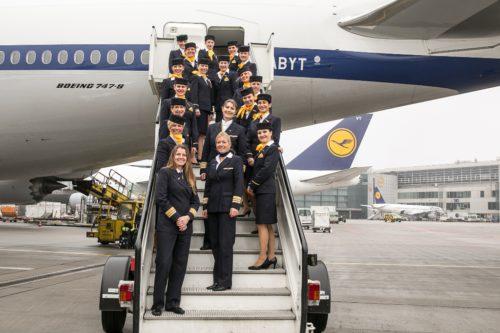 20160308_LufthansaGanze Crew Treppe_Foto